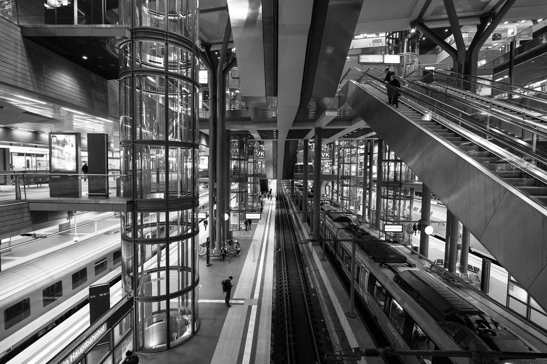 Fotos nachts auf dem Berliner Hauptbahnhof