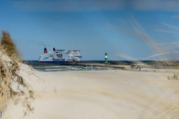 Warnemünde Strand Blick durch die Dünen, (Foto copyright - Frank Weber - Berlin - fotologbuch.de)