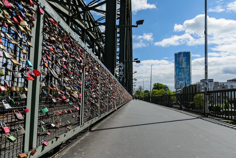 Foto Köln Hohenzollernbrücke, (Foto copyright - Frank Weber/Berlin/ www.fotologbuch.de)