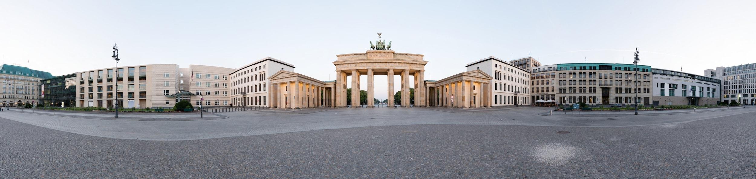 Panorama Berlin Brandenburger Tor (180 Grad), (Foto copyright - Frank Weber - Berlin - www.fotologbuch.de)