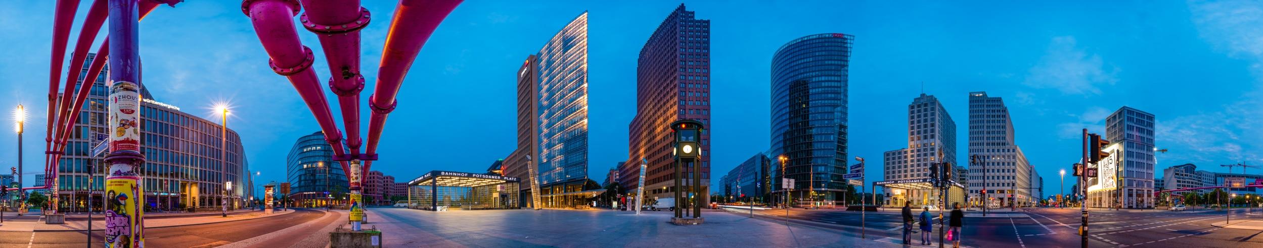 Panorama Potsdamer Platz , (Foto copyright - Frank Weber - Berlin - www.fotologbuch.de), reduziert auf 2500x492 Pixel, Originalgrösse 49742x9799 Pixel