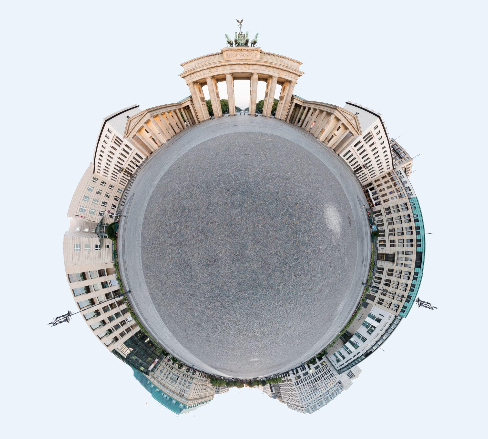 Panorama Brandenburger Tor Ausgabe als Little Planet, (Foto copyright - Frank Weber - Berlin - www.fotologbuch.de)