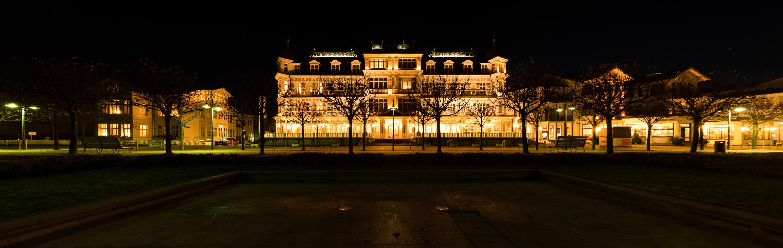 Romantikhotel Ahlbecker Hof - Panorama abends - korrekt belichtet, (Foto copyright - Frank Weber - Berlin - fotologbuch.de)