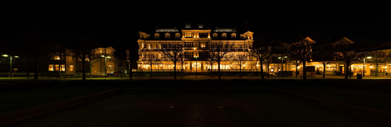 Hotel Ahlbecker Hof - Panorama abends - Minus ein Lichtwert (Einfach unterbelichtet), (Foto copyright - Frank Weber - Berlin - fotologbuch.de)