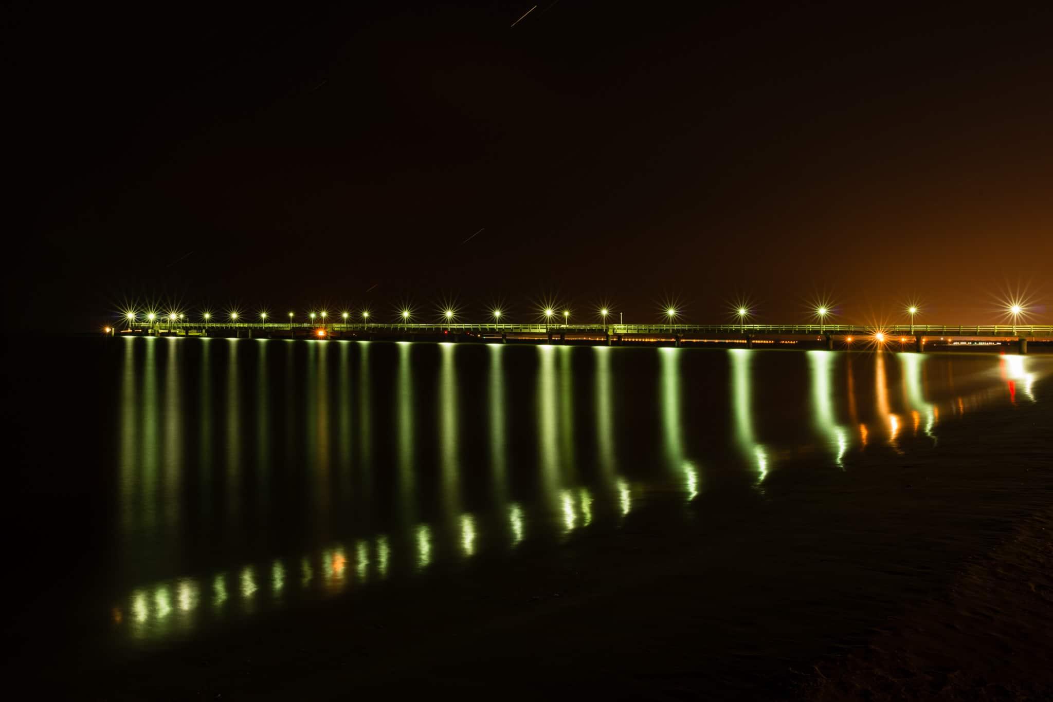 Seebrücke Ahlbeck - In der Nacht beleuchtet, (Foto copyright - Frank Weber - Berlin - frankwwweber.de)