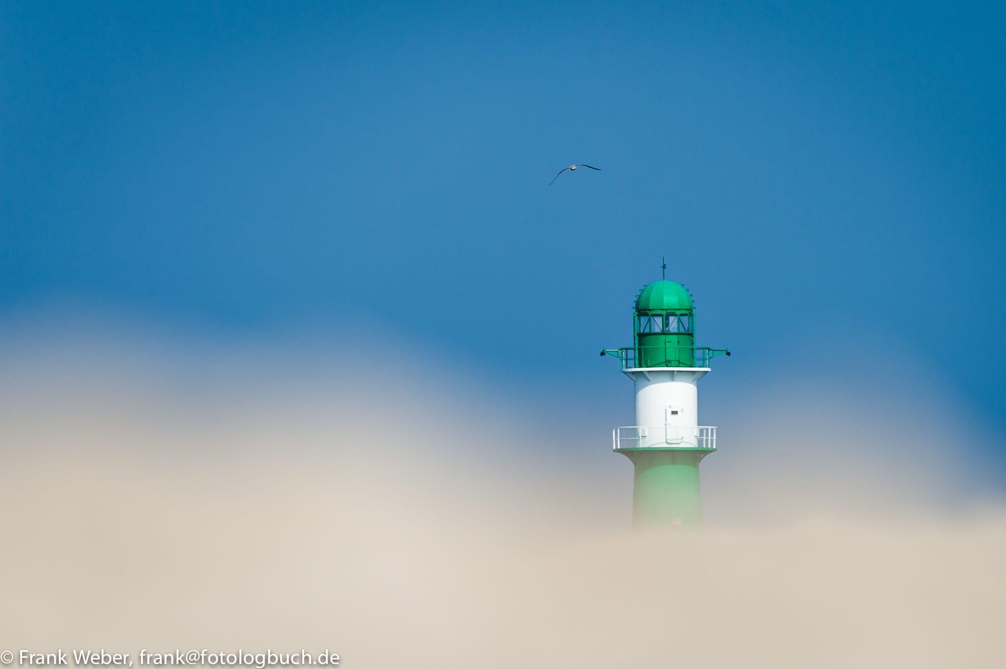 Leuchtturm Warnemünde im Sandsturm, (Foto copyright - Frank Weber - Berlin - fotologbuch.de)