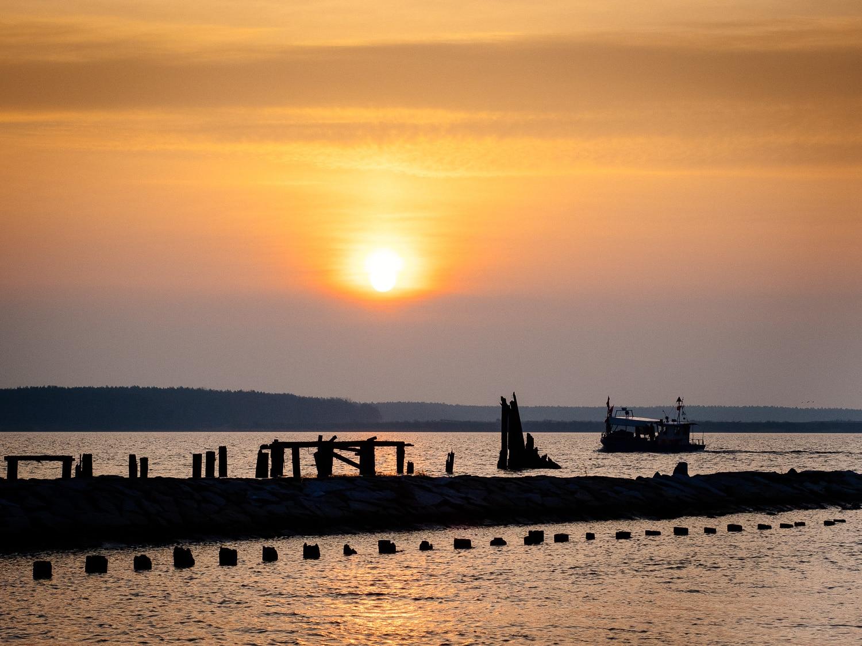Fischkutter im Sonnenaufgang auf dem Dänholm in Stralsund, (Foto copyright - Frank Weber - Berlin - fotologbuch.de)