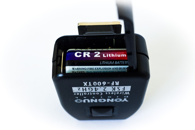Funkauslöser Yongnuo RF602 Sender, CR2 Batterie, (Foto copyright - Frank Weber - Berlin - fotologbuch.de)
