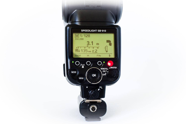Funkauslöser Yongnuo RF602 Empfänger mit Aufsteckblitz Nikon SB910 Modus on, (Foto copyright - Frank Weber - Berlin - fotologbuch.de)