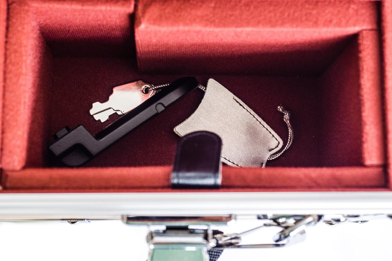 Transportkoffer mit Kleinteilefach - Nikon AF-S 600mm 1:4G VR2, (Foto copyright - Frank Weber - Berlin - fotologbuch.de)
