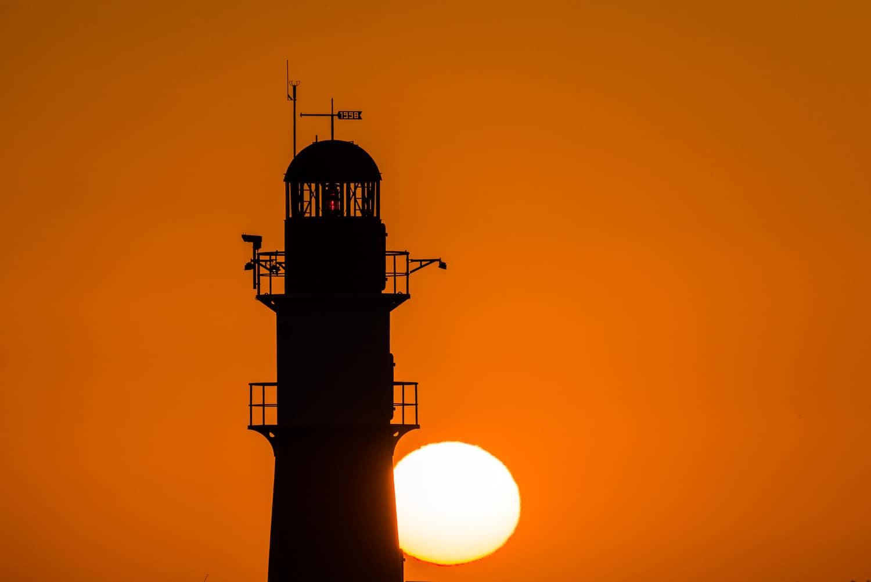 Leuchtturm Warnemünde im Sonnenaufgang, (Foto copyright - Frank Weber - Berlin - fotologbuch.de)