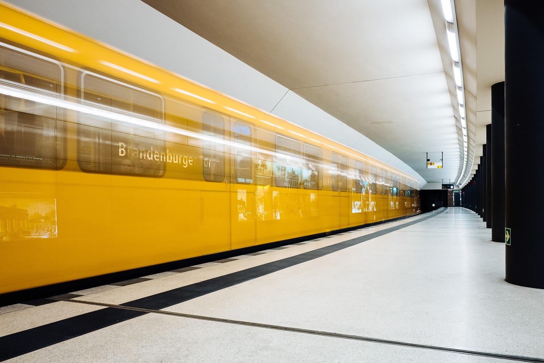 Langzeitbelichtung 10 Sekunden, (Foto copyright - Frank Weber - Berlin - fotologbuch.de)