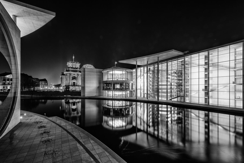 Fotos - Nachtausflug in Richtung Reichstag und Paul-Löbe Haus, (Foto copyright - Frank Weber - Berlin - fotologbuch.de)