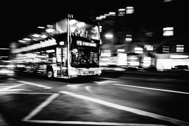 Fotos nachts in Berlin oder die Unruhe und die Gegensätze in einer Großstadt