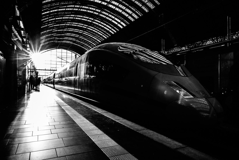 Bahnhof - Frankfurt am Main - Impressionen, (Foto copyright - Frank Weber - Berlin - fotologbuch.de)