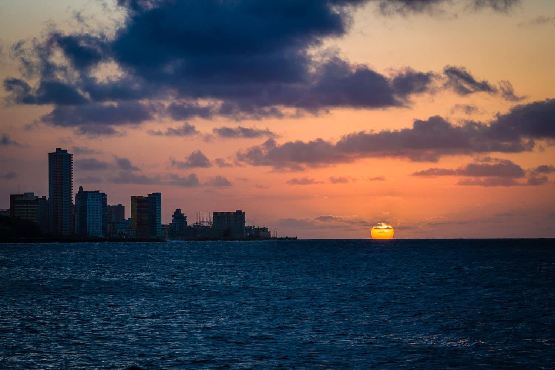 Havanna - Sonnenuntergang am Malecón, (Foto copyright - Frank Weber - Berlin - fotologbuch.de)