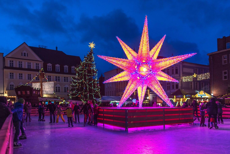 Weihnachtsmarktfoto gezielt unterbelichtet, (Foto copyright - Frank Weber - Berlin - fotologbuch.de)