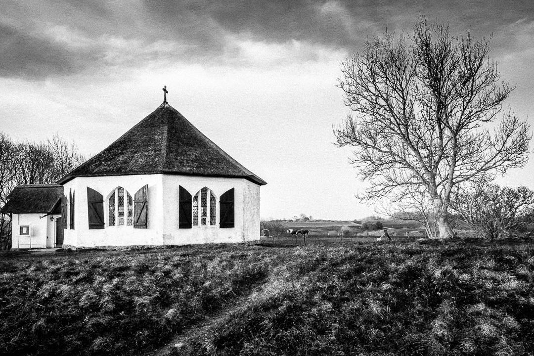 Dorfkirche in Vitt auf Rügen, (Foto copyright - Frank Weber - Berlin - fotologbuch.de)