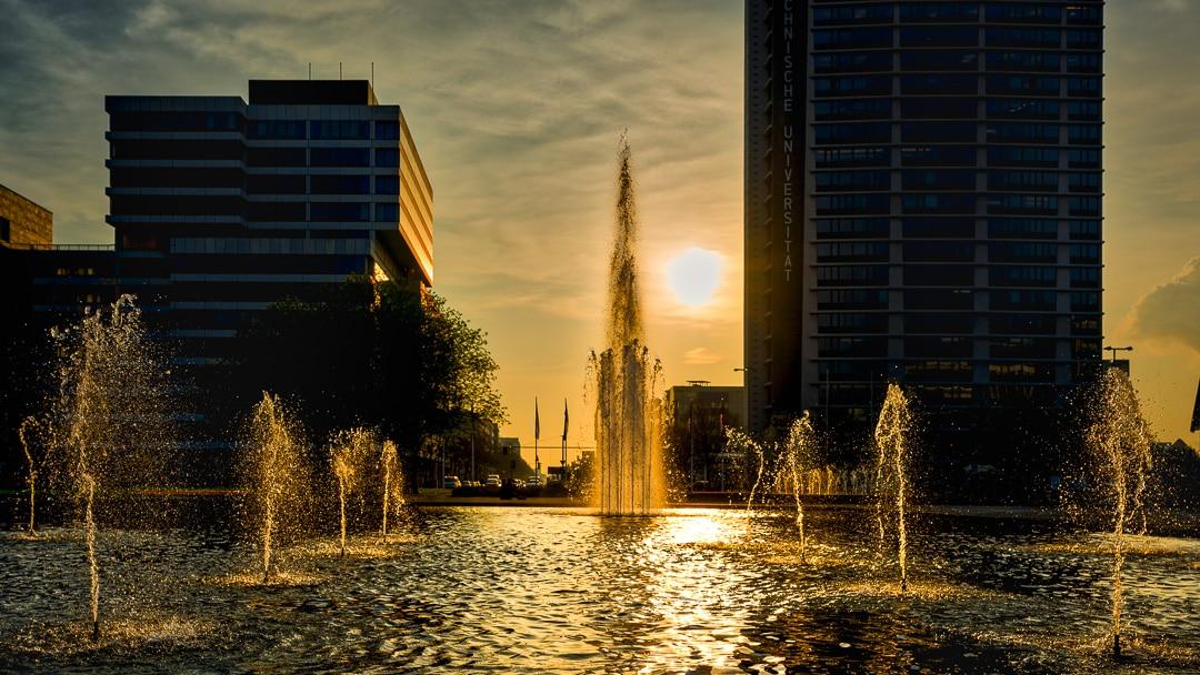 Sonnenuntergang am Ernst Reuter Platz, (Foto copyright - Frank Weber - Berlin - fotologbuch.de)