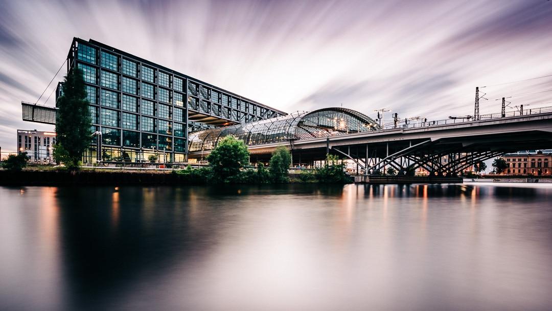 Foto des Tages – Berliner Hauptbahnhof – Langzeitbelichtung
