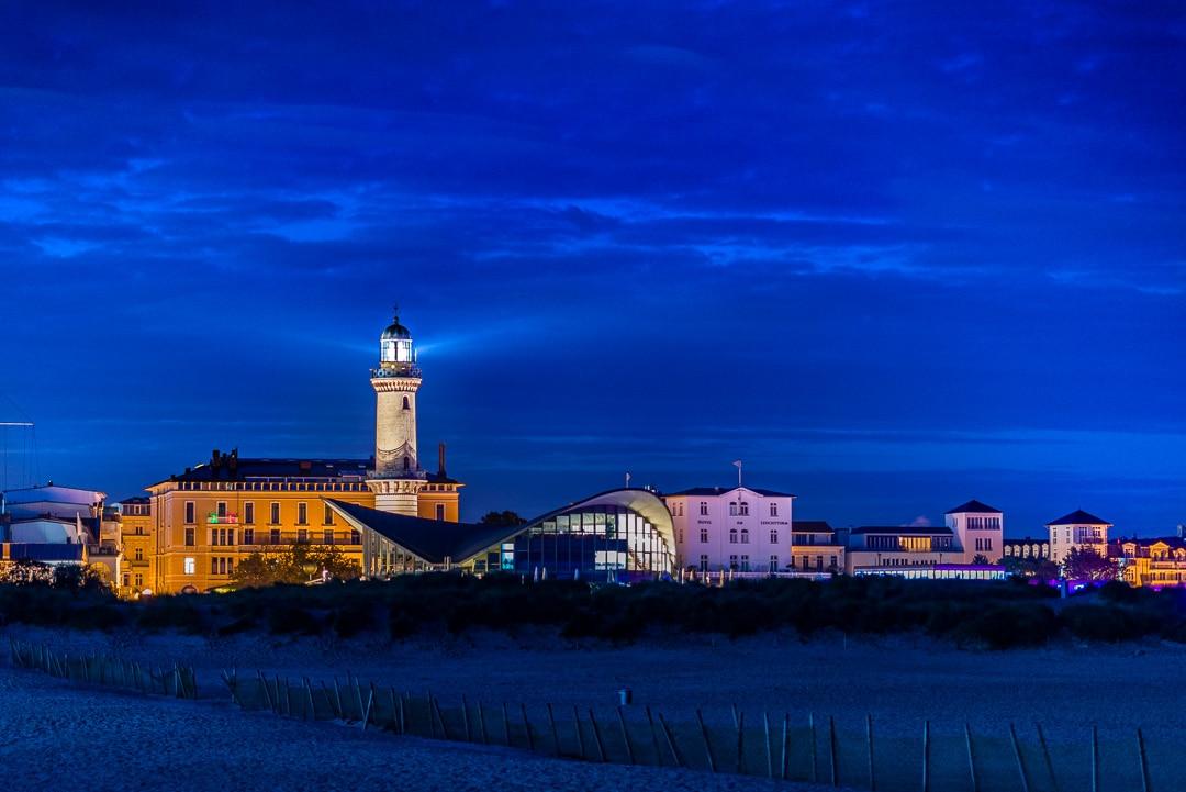 Ein Fotoausflug nach Warnemünde zum Sonnenaufgang - Leuchtturm und Teepott , (Foto copyright - Frank Weber - Berlin - fotologbuch.de)