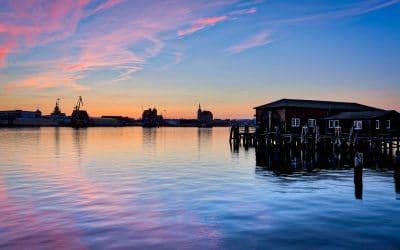 Blick auf Stralsund kurz nach Sonnenuntergang vom Dänholm aus gesehen, (Foto copyright - Frank Weber - Berlin - fotologbuch.de)