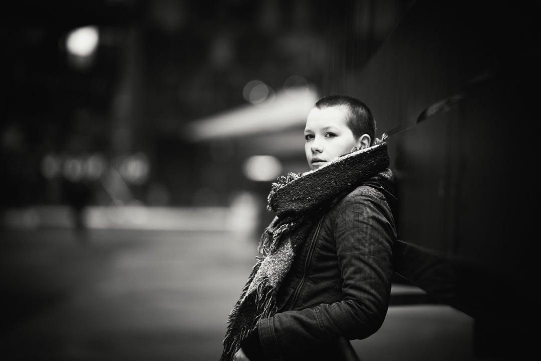 Saskia – nun sind die Haare einfach mal ab, Portraits in Berlin, (Foto copyright - Frank Weber - Berlin - fotologbuch.de)