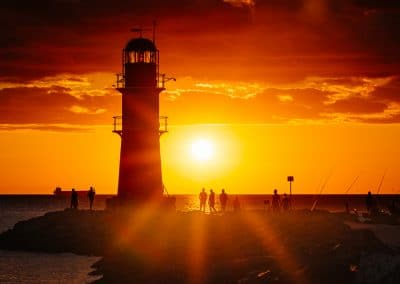 Warnemünde Leuchtfeuer an der Ostmole Foto kurz vor Sonnenuntergang