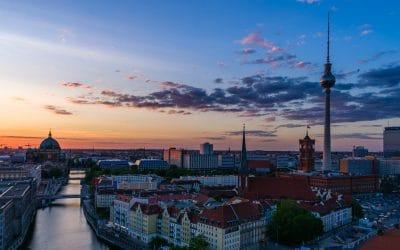 Sonnenuntergang in Berlin als Zeitraffervideo, (Foto copyright - Frank Weber - Berlin - fotologbuch.de)