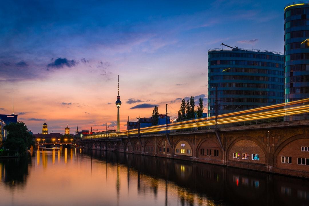 Fotokurs Nachtfotografie und Blaue Stunde - Berlin, (Foto copyright - Frank Weber - Berlin - fotologbuch.de)