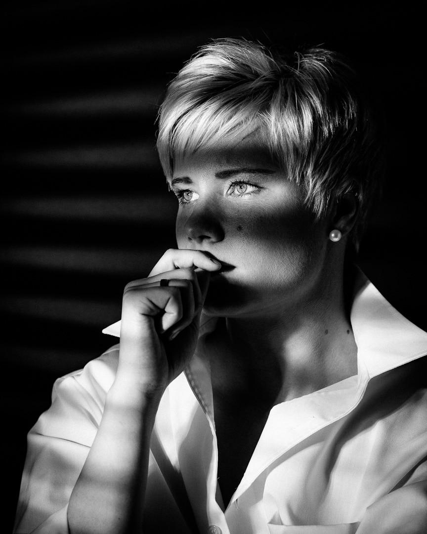 Anne Portrait in schwarzweiß - 05/2015, (Foto copyright - Frank Weber - Berlin - fotologbuch.de)