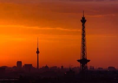 Skyline von Berlin bei Sonnenaufgang – Die zwei Türme