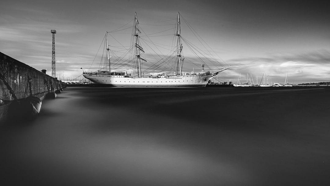 Die Gorch Fock im Hafen von Stralsund, (Foto copyright - Frank Weber - Berlin - fotologbuch.de)