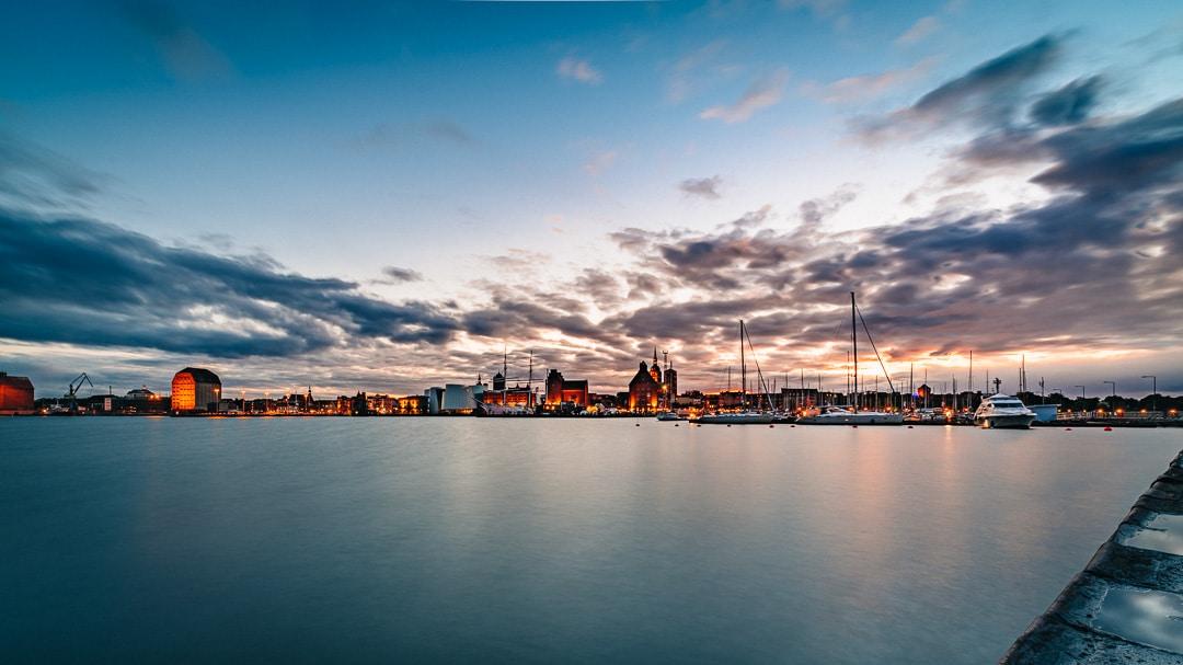 Sonnenuntergang in Stralsund - Blick auf den Hafen, (Foto copyright - Frank Weber - Berlin - fotologbuch.de)