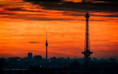 Sonnenaufgang über Berlin - Die zwei Türme, (Foto copyright - Frank Weber - Berlin - fotologbuch.de)