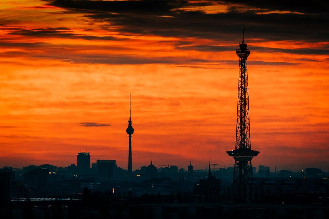 Sonnenaufgang über Berlin – Die zwei Türme