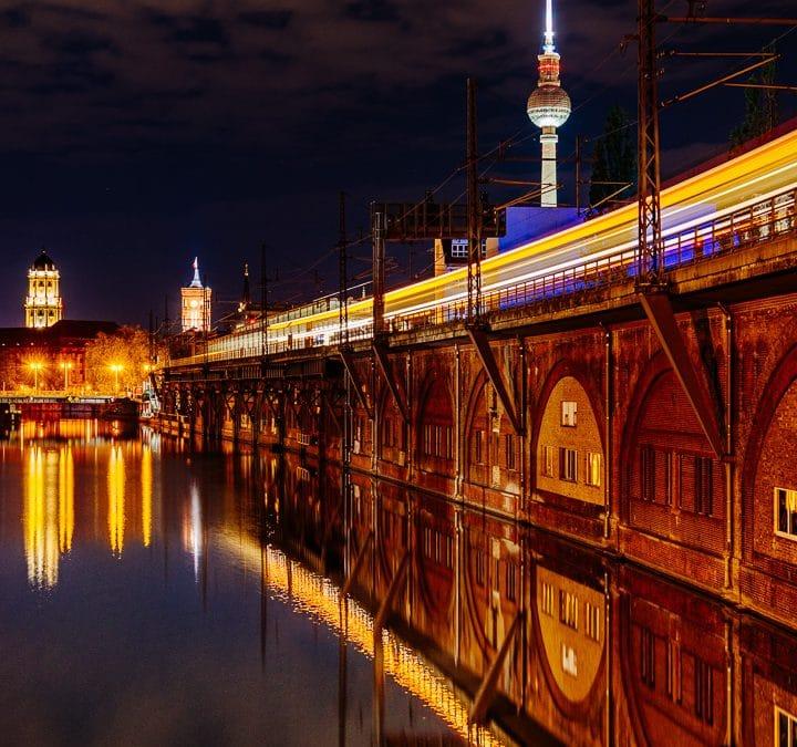 Abends am S-Bahnhof Jannowitzbrücke – Langzeitbelichtung – Foto mit Hinweisen zur Entstehung