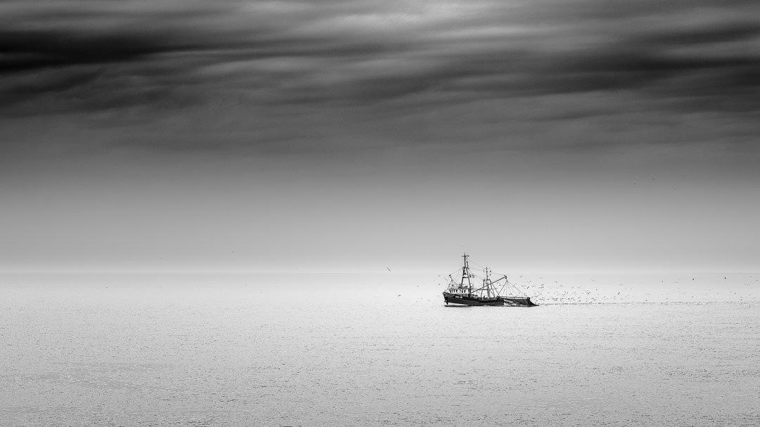 Krabbenkutter unterwegs im Wattenmeer vor Amrum, (Foto copyright - Frank Weber - Berlin - fotologbuch.de)