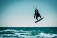 Kite Surfer am Strand von Warnemünde, (Foto copyright - Frank Weber - Berlin - fotologbuch.de)