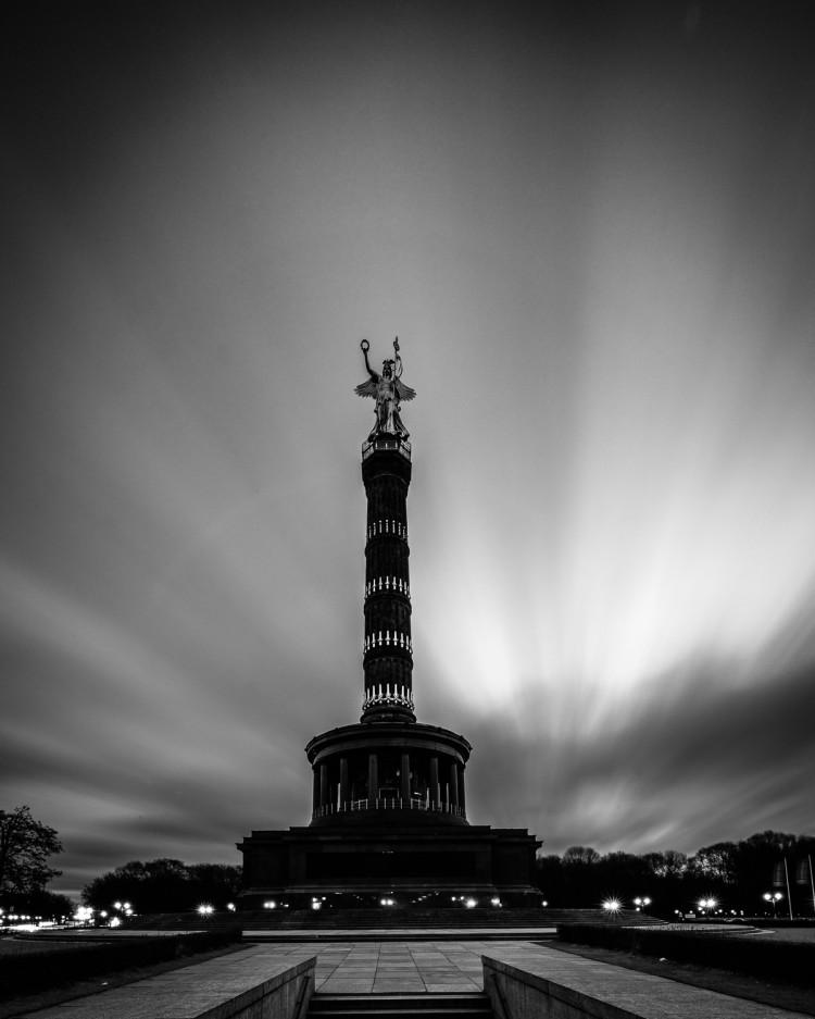 Langzeitbelichtung Siegessäule Berlin, (Foto copyright - Frank Weber - Berlin - fotologbuch.de)