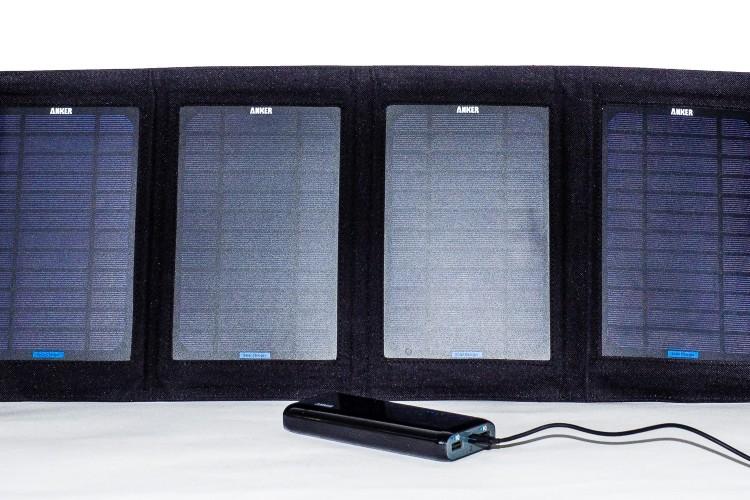Solarpanel Anker, Ladegerät Anker Akku, (Foto copyright - Frank Weber - Berlin - fotologbuch.de)