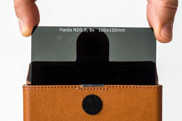 NiSi - Graufilterbox Einschubfilter - Handling Filter entnehmen, (Foto copyright - Frank Weber - Berlin - fotologbuch.de)