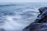 Fototipp – Wellen am Strand fotografieren mit Bewegungsunschärfe
