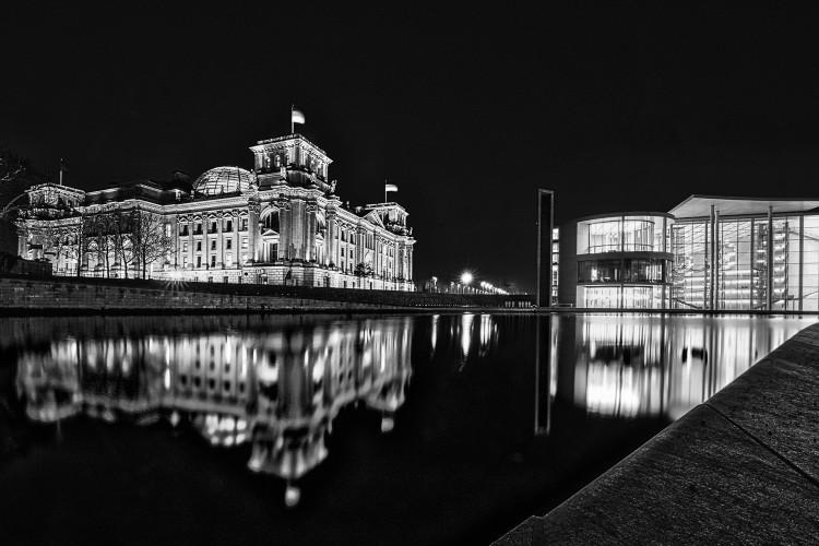 Reichstag und Paul-Löbe Haus - nachts, (Foto copyright - Frank Weber - Berlin - fotologbuch.de)