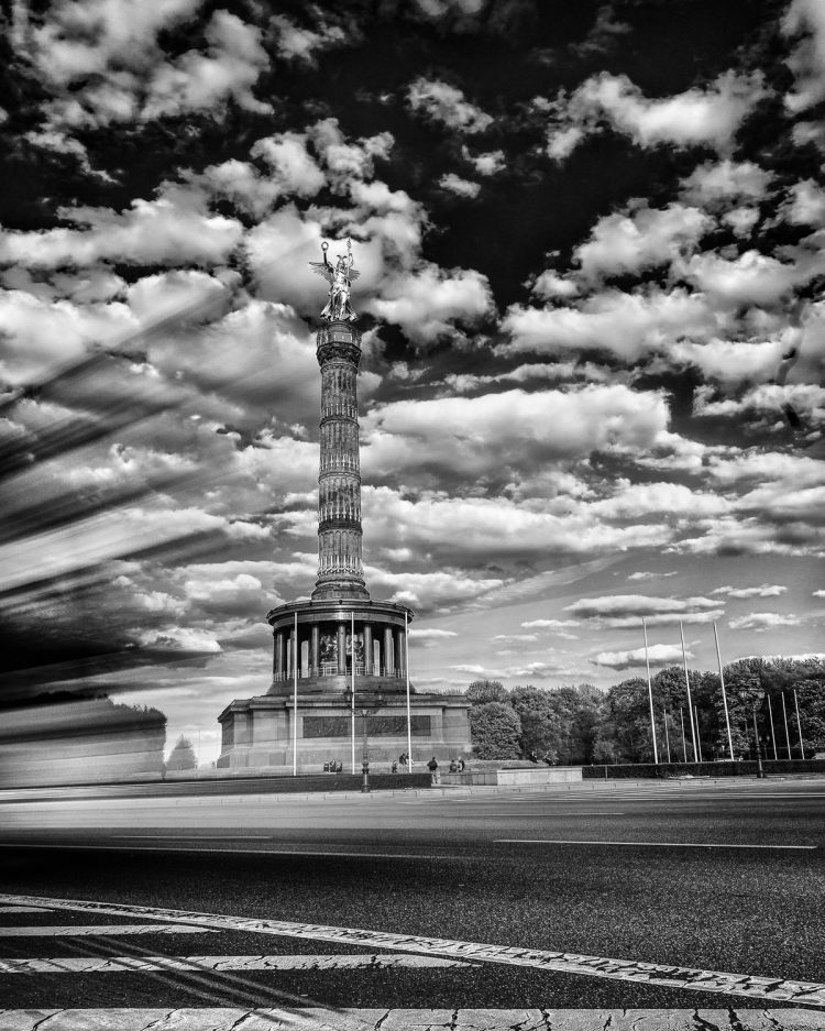Langzeitbelichtungen an der Siegessäule in Berlin, (Foto copyright - Frank Weber - Berlin - fotologbuch.de)