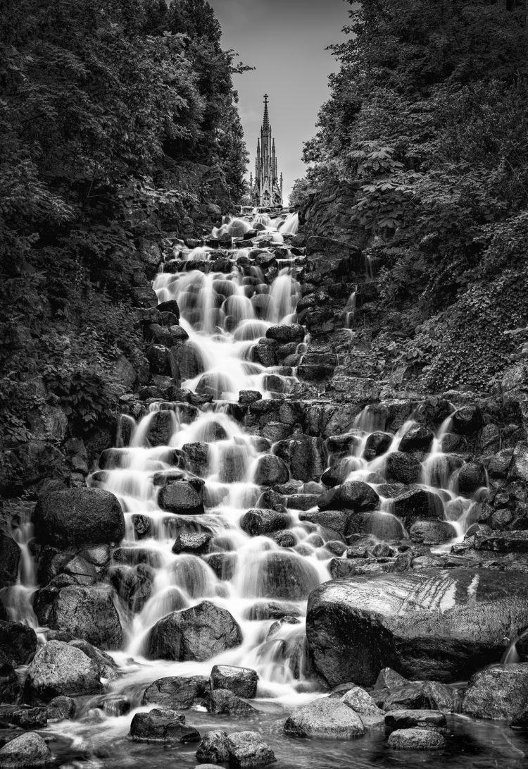 Test Wasserfall und Bewegungsunschärfe - Wasser Strukturen - Belichtungszeit hier 1s - fertiges Foto, (Foto copyright - Frank Weber - Berlin - fotologbuch.de)