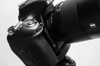 Blende einstellen mit Drehrad (hier Nikon), (Foto copyright - Frank Weber - Berlin - fotologbuch.de)