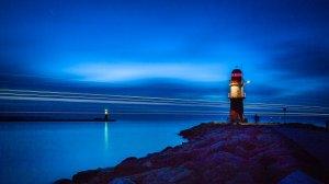 Cooles Foto aber technisch nicht perfekt – Warnemünde Ostmole zur Blauen Stunde