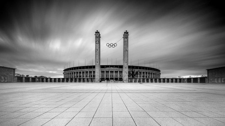 Langzeitbelichtung Berlin Olympiastadion, (Foto copyright - Frank Weber - Berlin - fotologbuch.de)