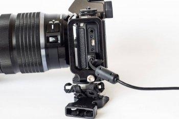 USB Anschluss an der OM-D EM5 Mark2, (Foto copyright - Frank Weber - Berlin - fotologbuch.de)